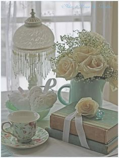 Shabby Chic furniture and style of decor displays more 'run down' or vintage items, or aged furniture. Shabby Chic is the perfect style balanced inbetween vintage and luxury, or '… Cottage Shabby Chic, Style Shabby Chic, Shaby Chic, Shabby Chic Homes, Romantic Cottage, White Cottage, Rose Cottage, Vintage Books, Vintage Decor