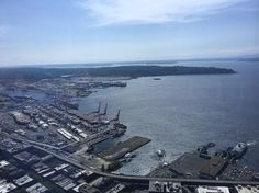 Many people will choose to see Seattle from the top of the Space Needle. There is a nice view from 520 feet. Now imagine getting a view from approximately 900 feet for the same price. Caught your i…