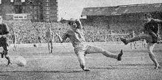 Chelsea 4 Leicester City 1 in March 1968 at Stamford Bridge. Bobby Tambling fires in the 4th goal for Chelsea #Div1