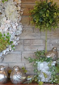 You too can add designer piazza to your home vignettes with these 10 simple tips for creating the perfect vignette. Join me as we create a spring vignette.