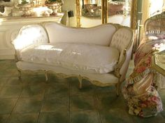 Love the quilted top cushion!