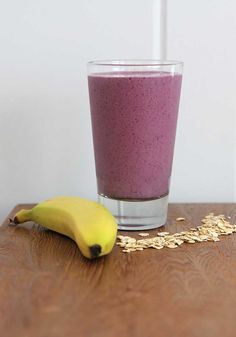 Oat smoothie recipe with berries and banana - practically a meal in itself!