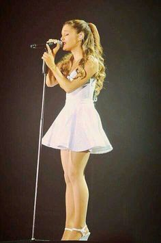 I am soooo happy that Ariana's the opening act to Justin's concerts. :D She and Justin are some of my favourite singers!