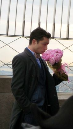 Empire State Building (Observation Deck) 350 5th Ave Chuck waits for Blair but she never shows. Later, Blair shows up and finds the flowers Chuck had brought for her left in the trash can. (Ep 322)