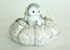 Little Owl Pincushion van PozeyPincushionsPlus op Etsy