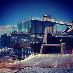 ludwigsnl The new ICE Q Restaurant on top of the mountain in Sölden. Some scenes for the new James Bond film SPECTRE were shot here. Have you been there already? #jamesbond #007 #spectre #sölden #austria #danielcraig #movie #new #action #oostenrijk #alps #alpen #shot #filmset #cool #hotspot photocredit: feratel media technologies 55min  http://websta.me/p/894851699615285144_1296643662