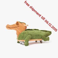 Le design intemporel avec la forme simple et sobre de couleur du bois kiddy est contre-tendance charme baigné de jouets. Les matériaux nobles utilisés