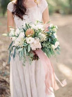 WEDDING TREND | Long Ribbons On Bouquets