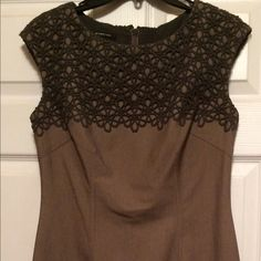 Gray dress Nice gray dress with lace detail on top part. Worn once. Hits just a bit below knee. Size 6. Smoke free and pet free home. Jones New York Dresses Midi