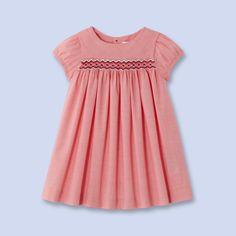 Smocked gingham dress - effective smocking, plain back, nice sleeve Baby Girl Frocks, Kids Frocks, Frocks For Girls, Girls Smocked Dresses, Little Girl Dresses, Dress Girl, Dress Red, Stylish Dresses For Girls, Nice Dresses