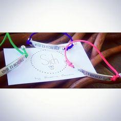 """""""La vida es un regalo ábrelo"""" ;)  Pulseras #viviresincreíble ahora nuevos diseños y nuevos colores ;)  #pulseras #handmade #madewithlove #loveit #complementos #mujer #moda #tendencias #fashion"""