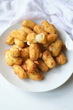 Heating frozen mozzarella sticks in air fryer is easy to do and makes an easy after school snack or party appetizer. Go from frozen to melty, gooey, stretchy cheese in about 6 minutes. Dip in marinara out your favorite choice of dipping sauce. Click through to get this awesome Air Fryer Frozen Mozzarella Sticks recipe. #airfryer #airfried #mozzarellasticks #cheesesticks #frozenfood #airfryerappetizer #airfryercheesesticks Mozzarella Sticks Recipe, Appetizers For Party, Appetizer Recipes, Snack Recipes, Party Snacks, Cheese Recipes, Easy Recipes, Air Fryer Healthy