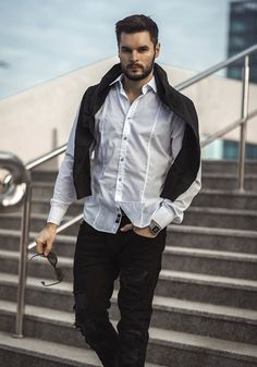 Amazing styling from Bolf in white, black and grey. Elegant white shirt makes a great duet with denim joggers. The look is balanced by a warm V-neck jumper.