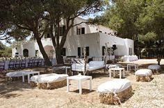 Boda Bella: Danae & Xavier: Boda bohemia en Menorca de MissMrs