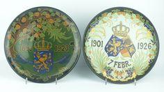 Twee platelen schotels m.b.t. het 25-jarig jubileum van Wilhelmina, 1898-1923, en het 25-jarig huwelijk van Wilhelmina en Hendrik, 1901-1926, beide Regina Gouda