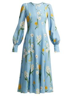 <img> Andrew Gn Narcissus Print Silk Crepe Midi Dress – Womens – Blue Print Source by ShopStyle - Modest Fashion, Hijab Fashion, Fashion Dresses, Classy Outfits, Cute Outfits, Silk Crepe, Crepe Dress, Mode Hijab, Look Cool