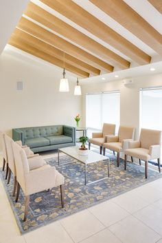 Waiting Room Decor, Waiting Room Design, Office Waiting Rooms, Waiting Area, Clinic Interior Design, Commercial Interior Design, Modern Interior Design, Design Offices, Modern Offices