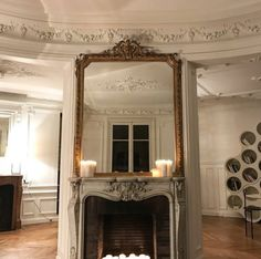 The mirror design fits the coving of this interior so well. Interior Design Hd, Interior And Exterior, Interior Decorating, Rustic Apartment, Apartment Living, Parisian Decor, Tumblr, Home Living, Living Room
