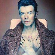 Flash back to December 1992 and watch Nick Knight shoot David Bowie for his 'Black Tie White Noise' album cover, released in April 1993 Angela Bowie, David Bowie, Black Tie White Noise, Duncan Jones, Bowie Starman, The Thin White Duke, Ziggy Stardust, Declaration Of Independence, Twiggy