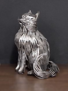 Gary sculpte de magnifiques animaux uniquement à l'aide de couverts métalliques | Daily Geek Show
