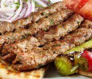 Κεμπάπ το Πολίτικο Best Greek Food, Food Plus, Greek Cooking, Food Tasting, Greek Recipes, Carne, Sausage, Bacon, Grilling