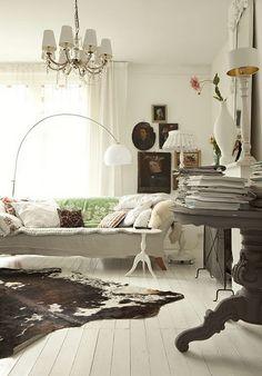 Upscale Bohemian style in neutral tones, via Decor de Provence blog
