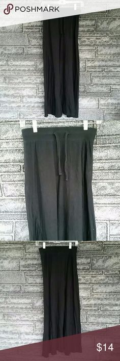 Old Navy long black maxi skirt size XS Skirt has an elastic waist with draw string. Perfect for running errands when you want something other than jeans. Old Navy Skirts Maxi