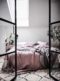 A Bright Scandinavian Apartment With A Dreamy Bedroom (Gravity Home) Scandinavian Style Bedroom, Scandinavian Apartment, Scandinavian Home, Bedroom Inspo, Home Bedroom, Bedroom Decor, Bedroom Inspiration, Fancy Bedroom, Bedroom Ideas