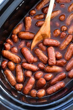 Slow Cooker Little Smokies Recipe with cocktail sausages, barbecue sauce, light brown sugar, white vinegar, lager beer Sausage Appetizers, Finger Food Appetizers, Appetizers For Party, Avacado Appetizers, Prociutto Appetizers, Mexican Appetizers, Halloween Appetizers, Popular Appetizers, Fruit Appetizers