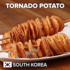 Tornado Potatoes Recipe by Tasty Hamburgers, Tornado Potato, Cooking Tips, Cooking Recipes, Basic Cooking, Yukon Gold Potatoes, Brunch, Potato Sides, Chicken Marinades