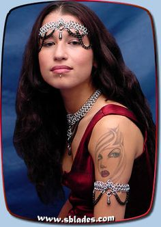 Chainmail & More Raven arm-band, Gothic chain mail arm jewelry, Belly dance and goth club armlets Chain Headpiece, Headdress, Costume Accessories, Fashion Accessories, Chainmail Patterns, Goth Club, Slave Bracelet, Chain Mail, Belly Dancers