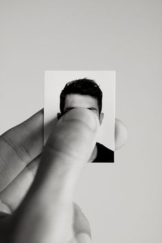 face no face photography art passport photo passeport photo passfoto foto tessera fototessera foto de pasaporte igazolványkép パスポート写真 BN BW Daniel Henney, Magritte, Faceless Portrait, Portrait Art, James Barnes, A Little Life, Hidden Face, Come Undone, A Series Of Unfortunate Events
