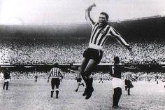 Mané Garrincha, o Carlitos do Futebol