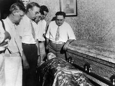 Dillinger's body in his own home in Mooresville, Indiana,