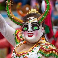 Photojournalist Fellipe Abreu and reporter Luiz Felipe Silva tell the story of the Oruro carnival in Bolivia, one of Latin America's most colourful festivities. Bolivia, Carnival Fashion, Venetian Masks, First Humans, Halloween Masks, Mardi Gras, South America, Mexico, Pictures