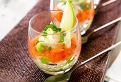 Glaasje met gerookte zalm en appel Shot Glass Appetizers, Party Food Catering, Yummy Drinks, Yummy Food, Snacks Für Party, Xmas Food, Happy Foods, Fish Dishes, Special Recipes