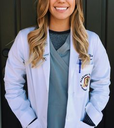 Shadowing a Doctor as a Pre Med || Shadowing can really solidify your decision to go to medical school. In fact, most medical schools require that you have shadowing experience before applying. But how do you actually shadow a doctor? And what is it like to shadow a doctor? Check out my latest blog post to learn more!