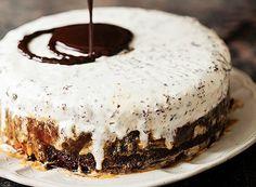 Bolo de sorvete com caramelo e negresco (Foto: Elisa Correa/Editora Globo)
