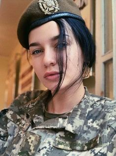 Military Bun, Military Women, Pink Guns, Hero World, Military Units, Pink Foods, Female Soldier, Classy Women, Army Girls