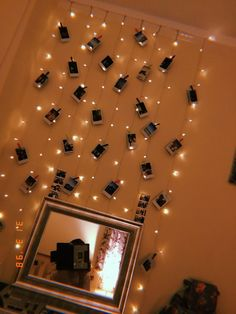 Fairy lights Polaroid display - All About Decoration Diy Room Decor For Teens, Cute Room Decor, Decoration Bedroom, Teen Room Decor, Room Decor Bedroom, Bedroom Inspo, Bedroom Ideas, Bedroom Designs, Room Decor With Lights