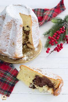 Pandoro veloce alla Nutella – Anche Bimby Italian Cake, Italian Desserts, Croissants, Baileys Cake, Gateaux Cake, Best Italian Recipes, Romanian Food, Nutella Recipes, Yummy Cakes