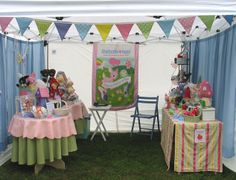 Craft Show Booth Design - simply cute. I love how bright and happy and inviting this is!