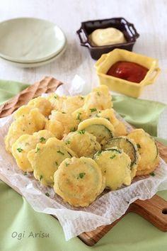 楽天が運営する楽天レシピ。ユーザーさんが投稿した「【少ない油で♪】ズッキーニと鶏むねのチーズフリット」のレシピページです。βカロテンを含むズッキーニは油との相性抜群!!少ない油でフリットを作ってみましょう♪。ズッキーニ,鶏むね肉,薄力粉,卵,水,(A)粉チーズ,(A)塩・黒胡椒,オリーブオイル,パセリ(お好みで)