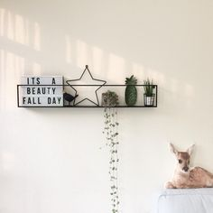 Creative Wall Decor, Creative Walls, Room Inspiration, Interior Inspiration, Picture Arrangements, Home Comforts, Floor Decor, Kid Spaces, Interior Design Living Room