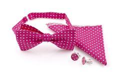 Różowa mucha w kropeczki w komplecie z poszetką i spinkami do mankietów. Komplet dostępny w sklepie internetowym Madame Allure.