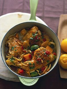 Stoofschotel van Marokkaanse kip / Recepten / Eten | ELLE Eten Mobiel Crockpot Recipes, Chicken Recipes, Healthy Recipes, Morrocan Chicken Stew, Couscous, Wok, Tajin Recipes, Chicken Pumpkin, Egyptian Food