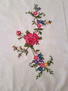 Crewel Embroidery, Embroidery Patterns, Cross Stitch Patterns, Baby Dress Design, Felt Applique, Botanical Flowers, Christmas Cross, Fabric Painting, Blackwork