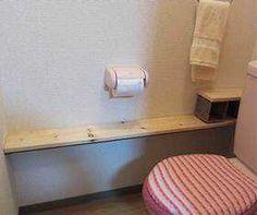 つっぱり棒を使った収納 - 狭くてもこんなに快適!トイレをスッキリさせる収納インテリア