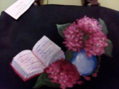 Borsa dipinta a mano con ortensie rosa e n vaso e libro