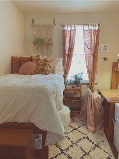 My dorm bohemian urban outfitters dorm room blush pink boho Pink Dorm Rooms, Cute Dorm Rooms, College Bedroom Decor, Room Ideas Bedroom, Bedroom Furniture, Furniture Design, Cozy Dorm Room, Dorm Room Rugs, Bedroom Decor